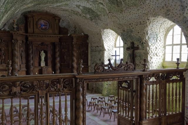 Vue d'en haut du retable et du jubé de notre église troglodyte